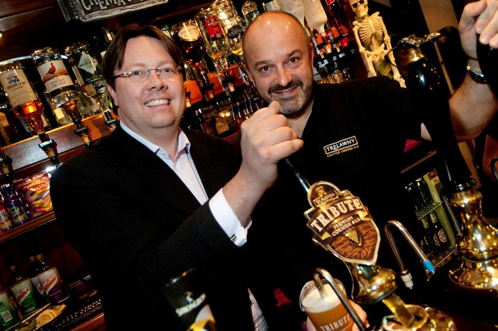 Dan Rogerson MP at the Molesworth Arms pub in Wadebridge with landlord Tim VIgus