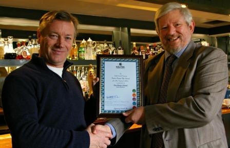 Pub proprietor Andrew Law (l) with brewery MD Stuart Heath