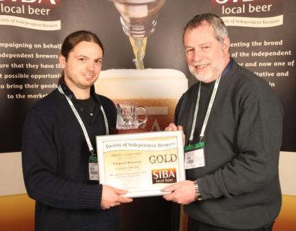 Joe Thomson (l) acceps the awards from Guy Sheppard, chairman of SIBA