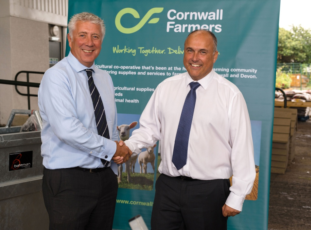 (l-r): Countrywide Farmers chief executive John Hardman with Cornwall Farmers chief executive Simon Birch